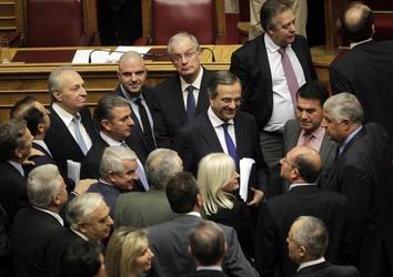 Grecia: Samaras ottiene la fiducia