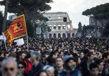 """Lega: chiuso corteo, """"Roma antifascista"""""""