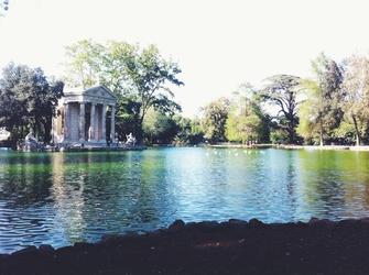 Risplende laghetto di villa Borghese