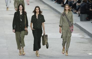 Le femministe di Chanel in corteo