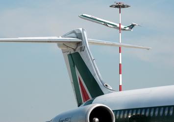 Uccelli contro aereo, emergenza a Pisa
