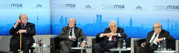 Ucraina: Helmut Schmidt, capisco Putin