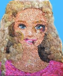 Barbie tumefatta contro violenza donne