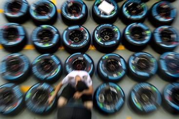 F1: Pirelli,detriti e usura,guasti gomme