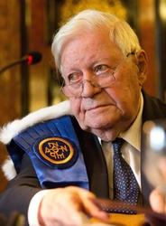 Si aggravano condizioni Helmut Schmidt