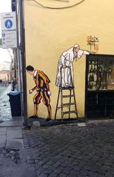 Nuovo murale papa a Borgo Pio, rimosso