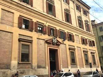 Pacco sospetto Modena era colomba Pasqua