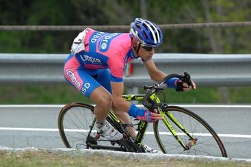 Giro d'Italia:caduta e ritiro per Cunego
