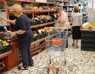 Escrementi topo in supermercato, chiuso
