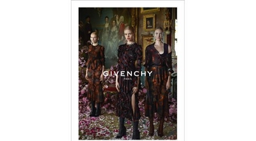 Donatella Versace in posa per Givenchy