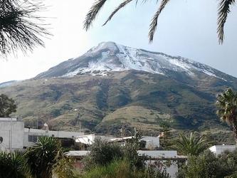 Maltempo:neve sulla cima dello Stromboli