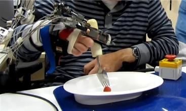 Primi test per i guanti robotici