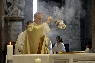 Migranti:Gaenswein,Ratzinger prega molto