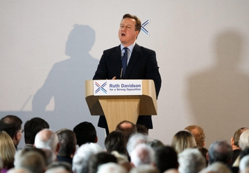 Cameron invia nave militare nel Mar Egeo
