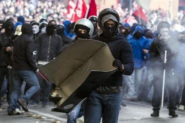 Lega: scontri forze ordine-manifestanti