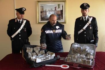 Droga:sequestro 100 kg hashish,3 arresti