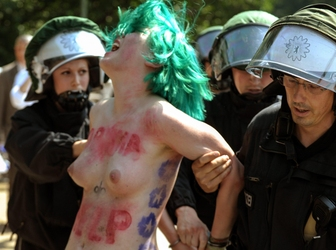 Blitz Femen per Obama a Berlino