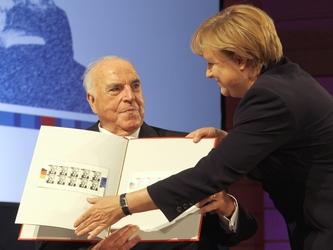 Auguri Merkel a Kohl, gli dobbiamo molto
