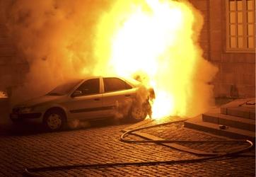 Cinque auto a fuoco a Livorno, indagini
