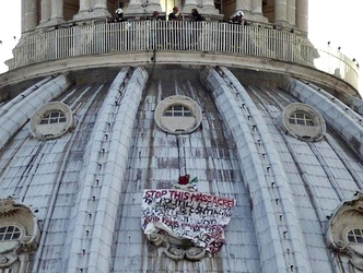 Sale su cupola S.Pietro: 'No all'euro'