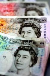 Euro a 1,09 dlr, sterlina a minimi