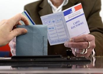 Francia, trionfo destra, tonfo sinistra