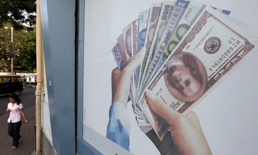 Cambi: euro in lieve rialzo a 1,36 dlr