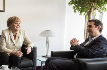 Grecia: contatti regolari Merkel-Tsipras
