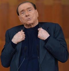Escort: Berlusconi teste a Bari