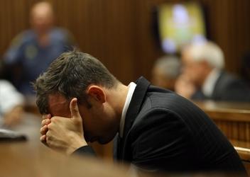 Pistorius vomita di nuovo per foto Reeva