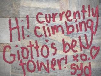 Scritte antivandali su campanile Giotto
