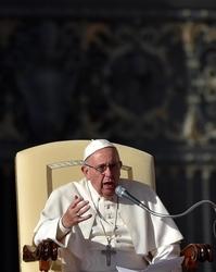 Papa: gettare ponti, creare unione