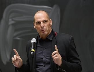Varoufakis, finta opposizione da Renzi