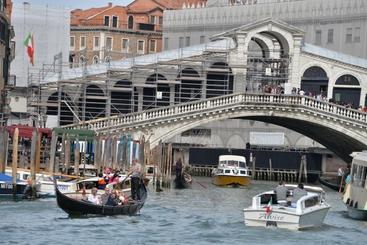 Venezia, inaugurato nuovo pontile Rialto