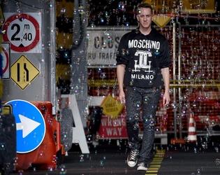 Moschino uomo sfilerà a Milano