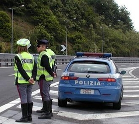 Auto contro guardrail, un morto