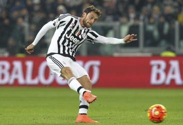 Marchisio abbraccia Pjanic