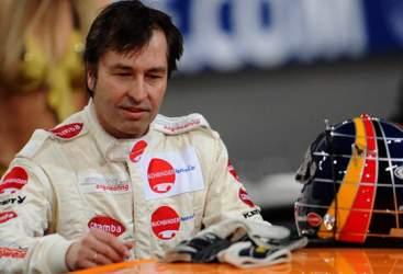 Un ex pilota di Formula 1 cambia vita con i carri funebri