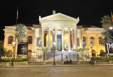 Teatro Massimo - Palermo Italy - Creative Commons by gnuckx