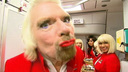 Richard Branson hostess per un giorno