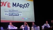 Corrado Guzzanti parla di Renzi durante la conferenza stampa di Dov'è Mario