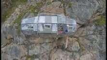 Dormire in una capsula nell'hotel a strapiombo nella valle di Cuzco