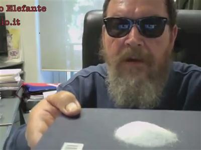 Sfottò a Grillo, Ferrara festeggia con la cocaina