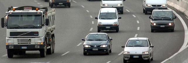 Allarme auto: rischio blocco delle immatricolazioni. Ecco perché