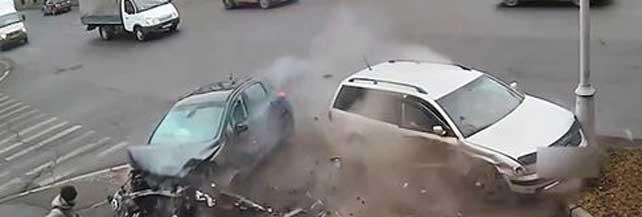 Devastanti incidenti all'incrocio. Video