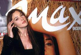 Bellezza italiana no botox, mamma e musa: i 50 anni della Bellucci in foto