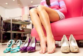 I tacchi alti possono distruggerti i piedi e non solo