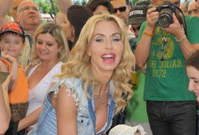Valeria Marini: amori, delusioni, glamour e look improponibili