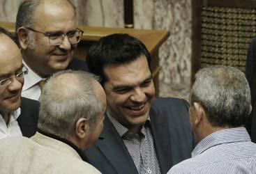 Grecia, accordo strappato a caro prezzo. Le condizioni