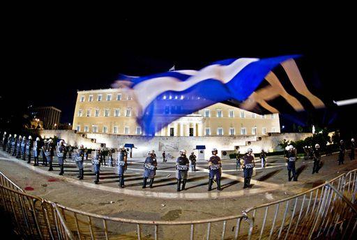 Il monito di Papademos: l'economia greca rischia il collasso